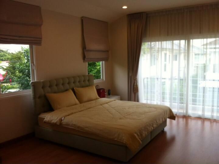 Single House 200 sqm. 3 bed 3 bath