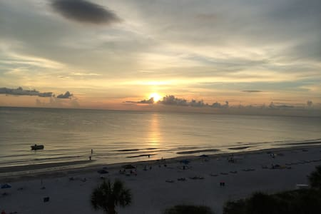 Gulf front beach condo - Indian Shores - Appartement