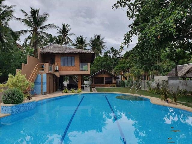 Charming, Homey Cottage with Pool & Beach 8-18pax