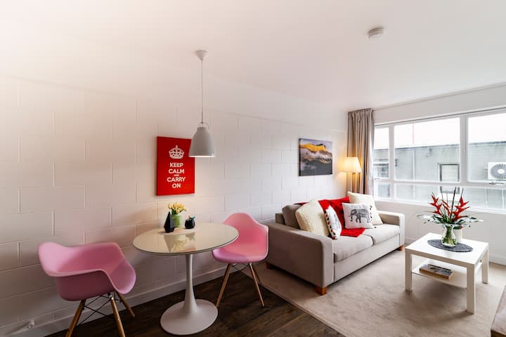 One Bedroom Apartment, Heart of Newmarket