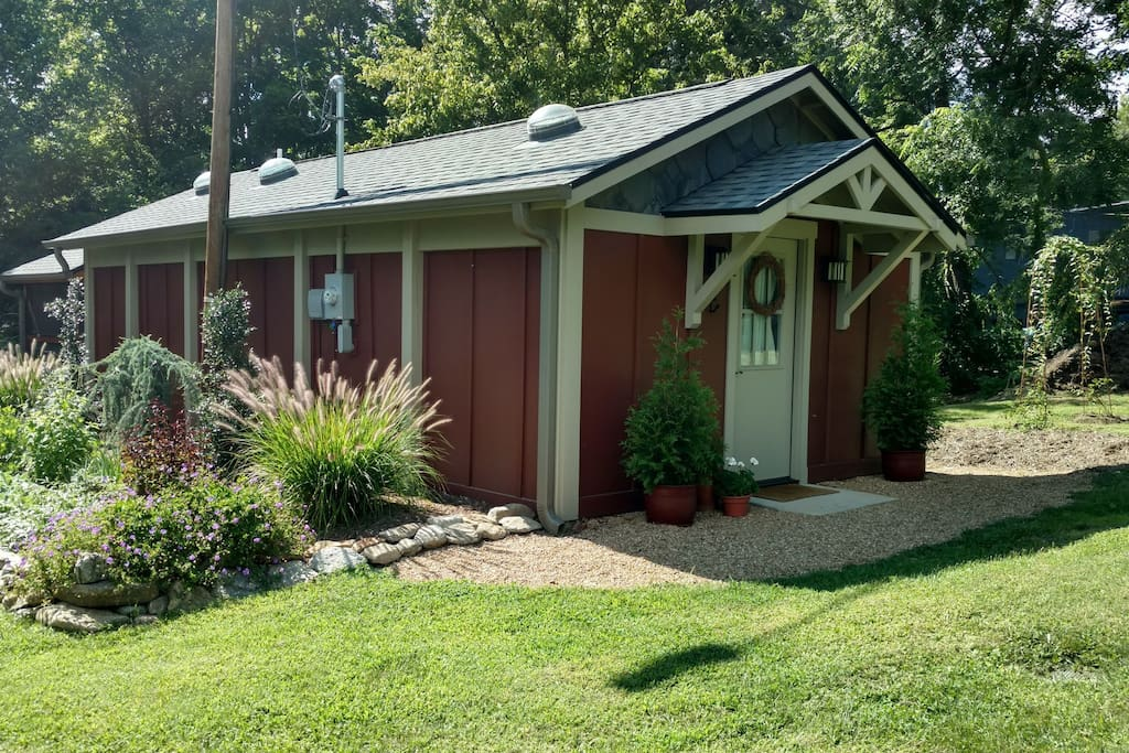 A cozy retreat located conveniently between Asheville and Black Mountain.