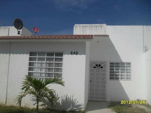 Renta Casa en Fracc. Palma Real . - San Vicente - House