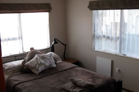 Handy to Town retreat. - Richmond - Bed & Breakfast