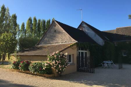 Gite Châteaux de la loire. A 2 ou à 4. Piscine - Artannes-sur-Indre
