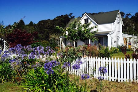 Ashley Villa Upstairs B&B, Takaka - Takaka - Bed & Breakfast