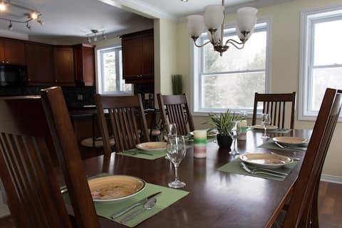 Chateau Edelweiss East - Large Family/Pet Friendly