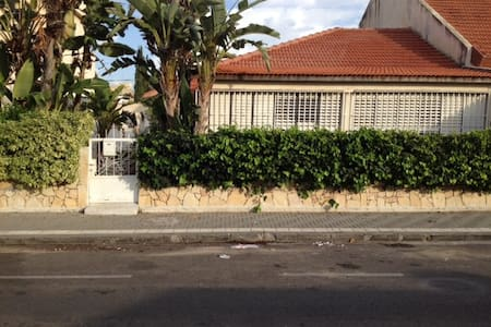 Villa for up to 6 Adults In Holon - Holon - 別荘
