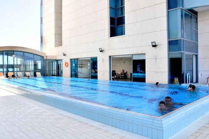2 room marina towers  with a pool - Herzliyya - Apartment