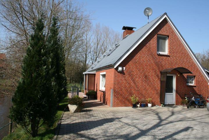 "Haus ""Flussblick"" in Ihlienworth - Ihlienworth - House"