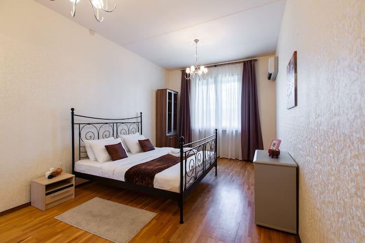 GoodAps: Kutuzovskiy prospect 14 (3 rooms)