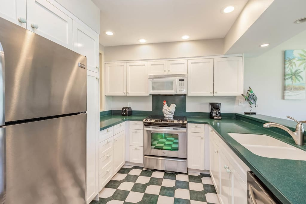 The well-equipped kitchen has everything you need for enjoying meals at home.