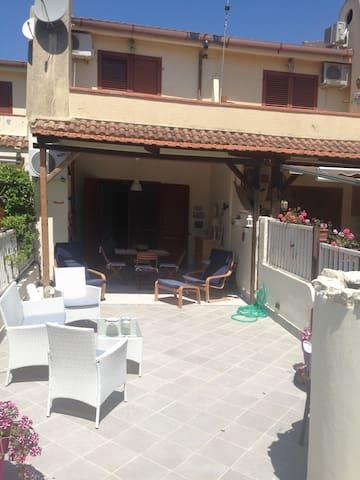 Grazioso e nuovo appartamento - Condofuri Marina - Hus