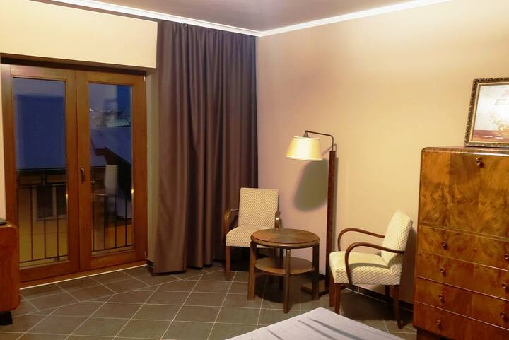 Boutique hotel /Spa~ 2 blk to center square~Room 5