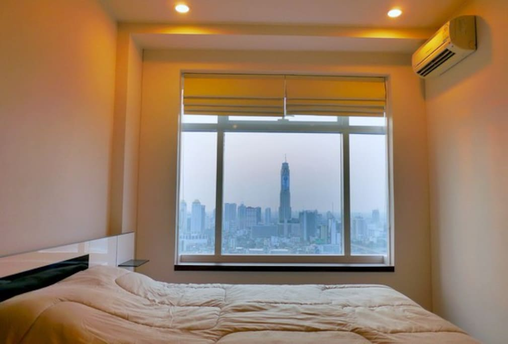 Bedroom with stunning city view of Bangkok