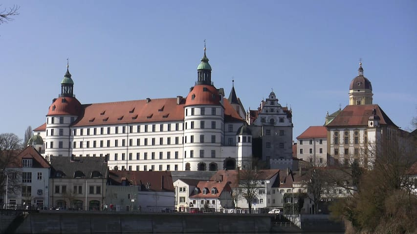 Insel mit Schlossblick - Neuburg an der Donau - Huoneisto