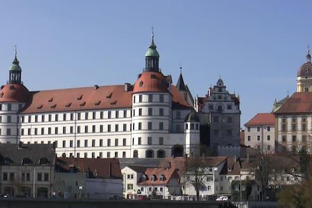 Insel mit Schlossblick - Neuburg an der Donau