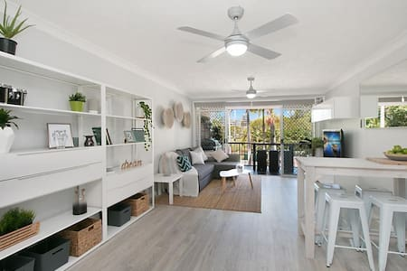 WALK TO EVERYTHING! Central Location! - Coolangatta