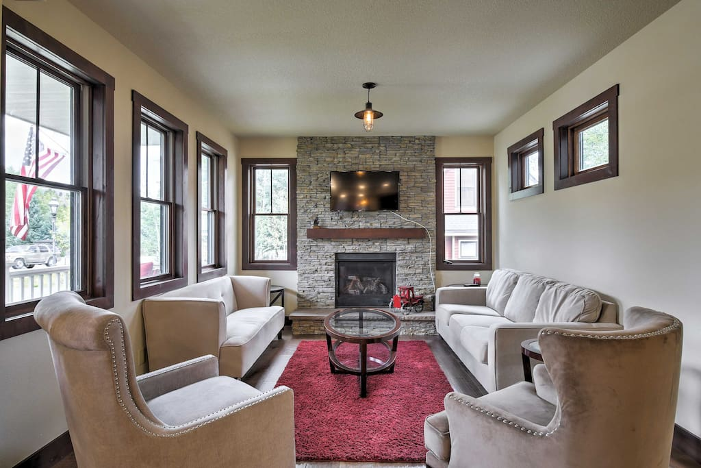 With over 2,000 square feet of lovely living space, this townhome has everything you'll need for the perfect Colorado retreat.