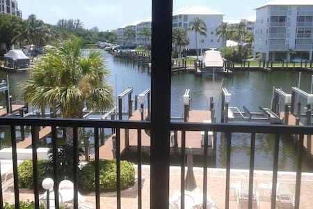 NEWLY REMODELED Ft Myers Beach Condo-Steps 2 Beach - Fort Myers Beach - Appartement en résidence