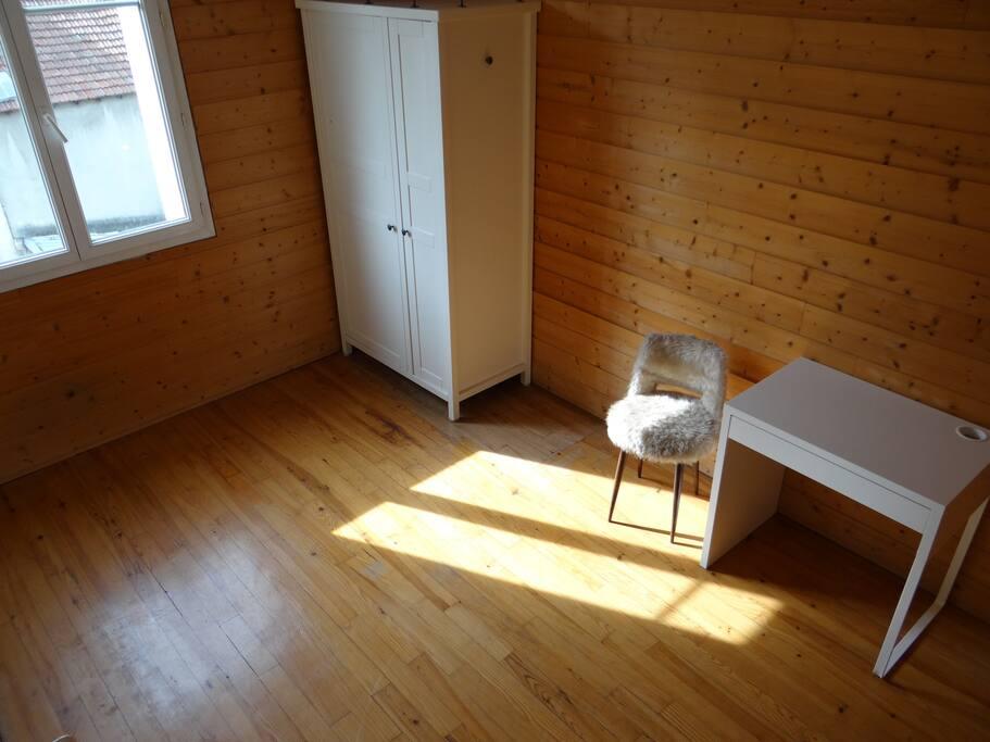 Chambre #1 mini-bureau coté Jardin