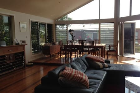 Beautiful beachfront family home - Forster - Huis