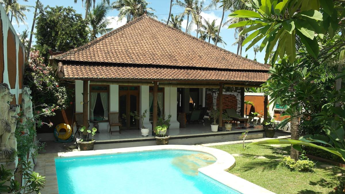 Luxe villa met zwembad en staff häuser zur miete in kalibukbuk