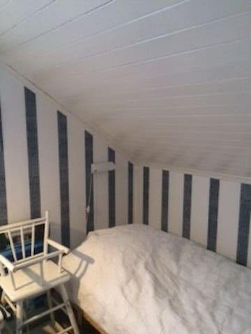 Sovrum 2 säng 1