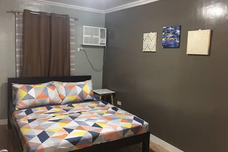 Cozy and spacious 2-bedroom condo unit.near malls!