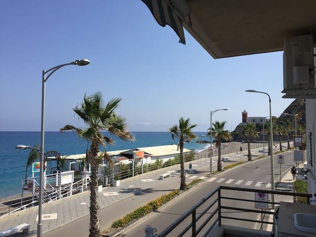 Appartamento fronte mare a due passi dalle Eolie - Capo d'Orlando