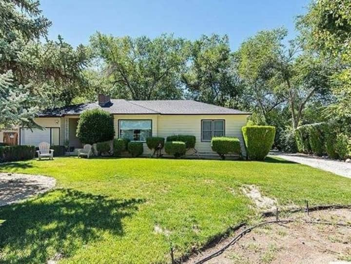 Quaint Quiet Home with Large yard in Old SW Reno