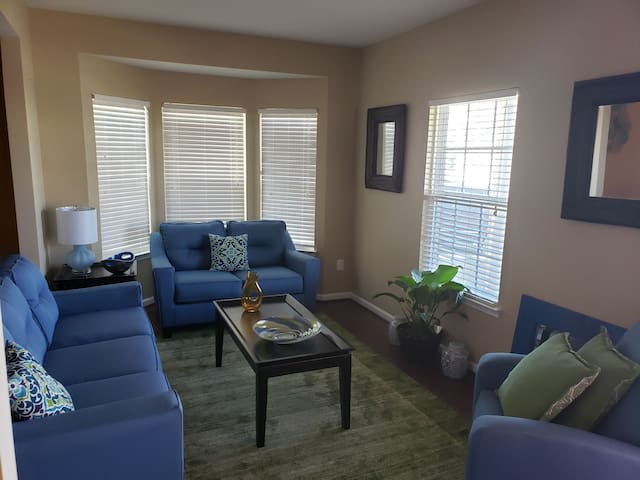 2 Nice Comfortable Bedrooms in Waldorf, MD near DC