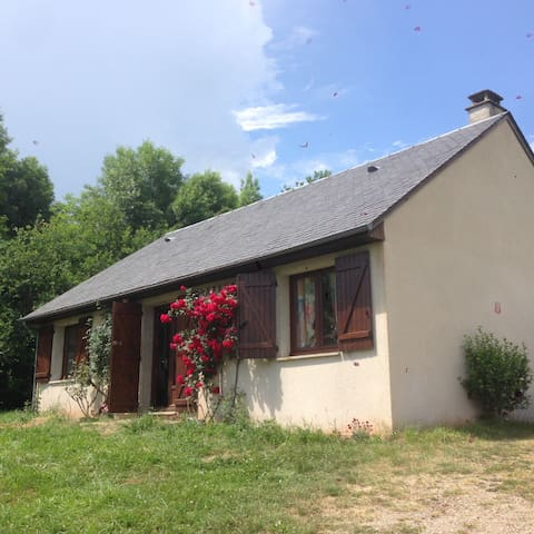 Maison champêtre sur les contreforts de l' Aubrac