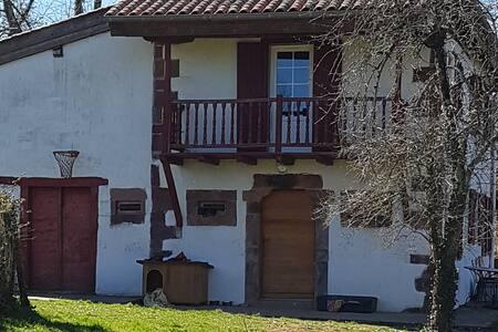 Petite maison aux portes de St Jean Pied de Port