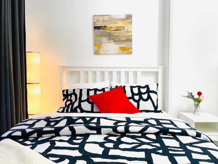 Luxury cozy huge bedroom private ensuite bathroom