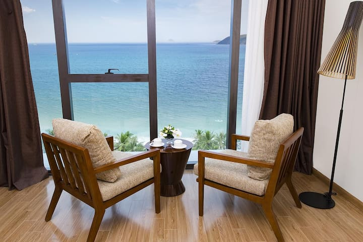 Ocean View Deluxe Condo with French Window