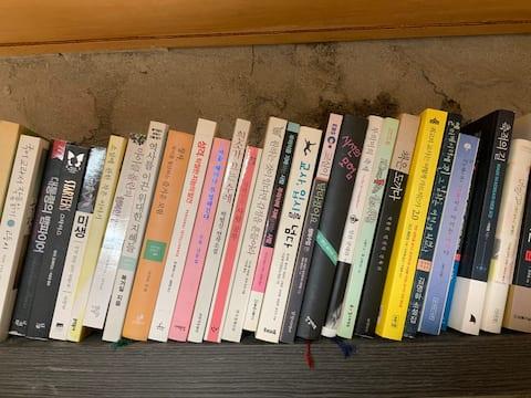 1인실 별채, 한림해안도로 옆, 조용한책방, 협소방, 책많음, 북스테이, 멋진노을