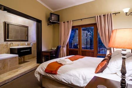 Lavenderwood Cottage Double Room - Johannesburg South