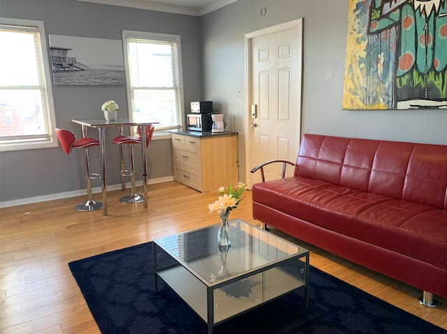 Cozy 3rd Floor Suite in Historic Troy Hill