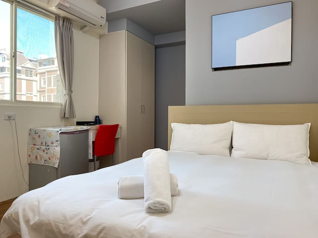 !房間已消毒!逢甲夜市優質雙人房 · 大陽台 · 私人衛浴 · 房價優惠中