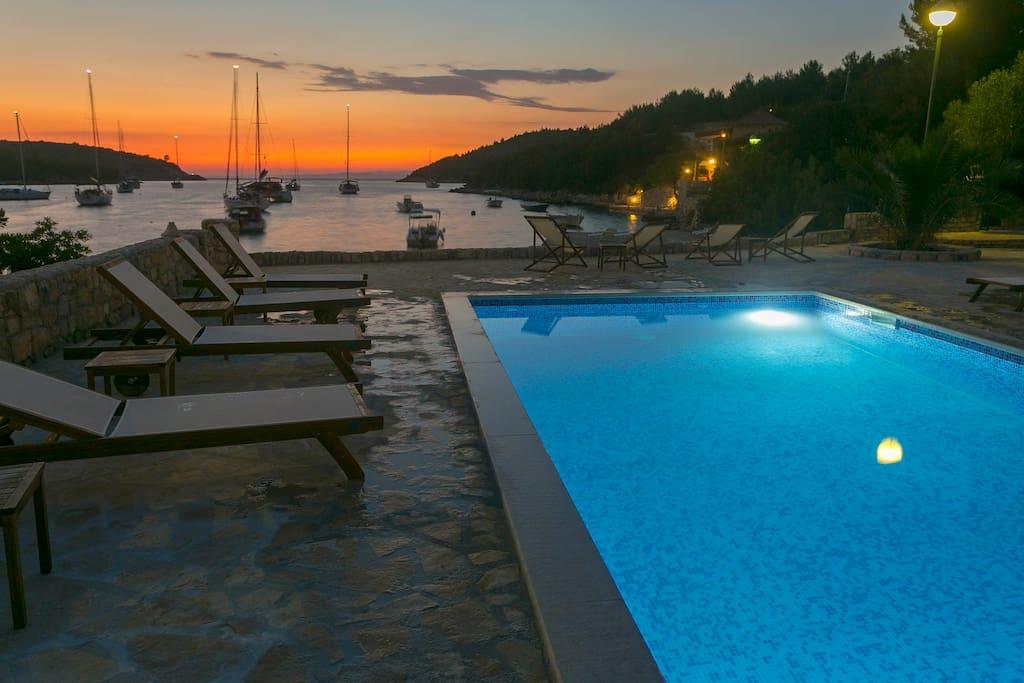 Villa Huerte - pool at sunset