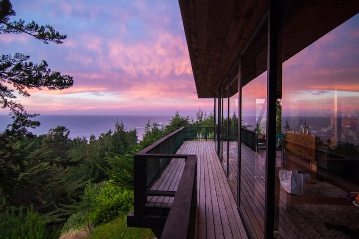 House with ocean view and hot tub
