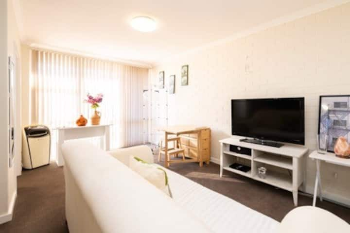 self contained comfort. 2bed in Rivervale.