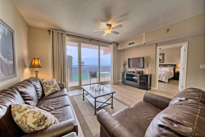 Sunny and Spacious Condo for 6 @ Shores of Panama