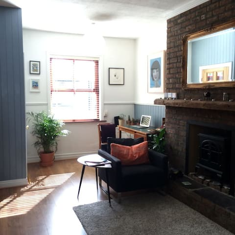 Sunny welcoming 2BR cottage in central Dublin - Dublin - Casa