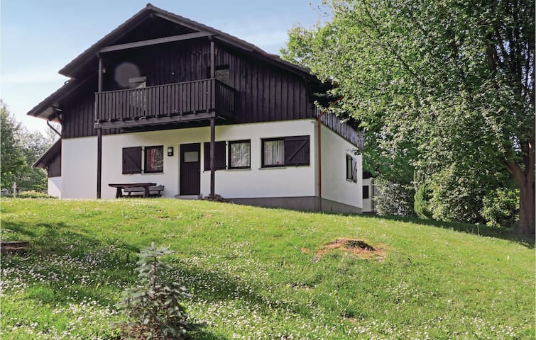 Holiday apartment with 2 bedrooms on 72 m² in Thalfang