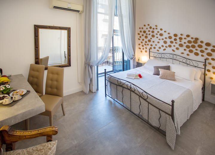 Double room with external private bathroom Catania
