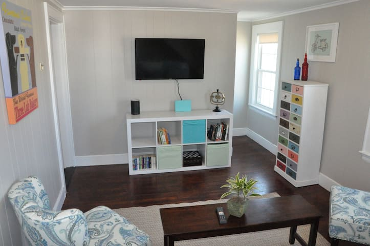 GREAT Location With Private Entry, Deck, & Parking - Portsmouth - Appartement
