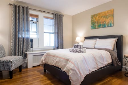 Comfortable, Chic, Cozy Room Near Downtown - Boston