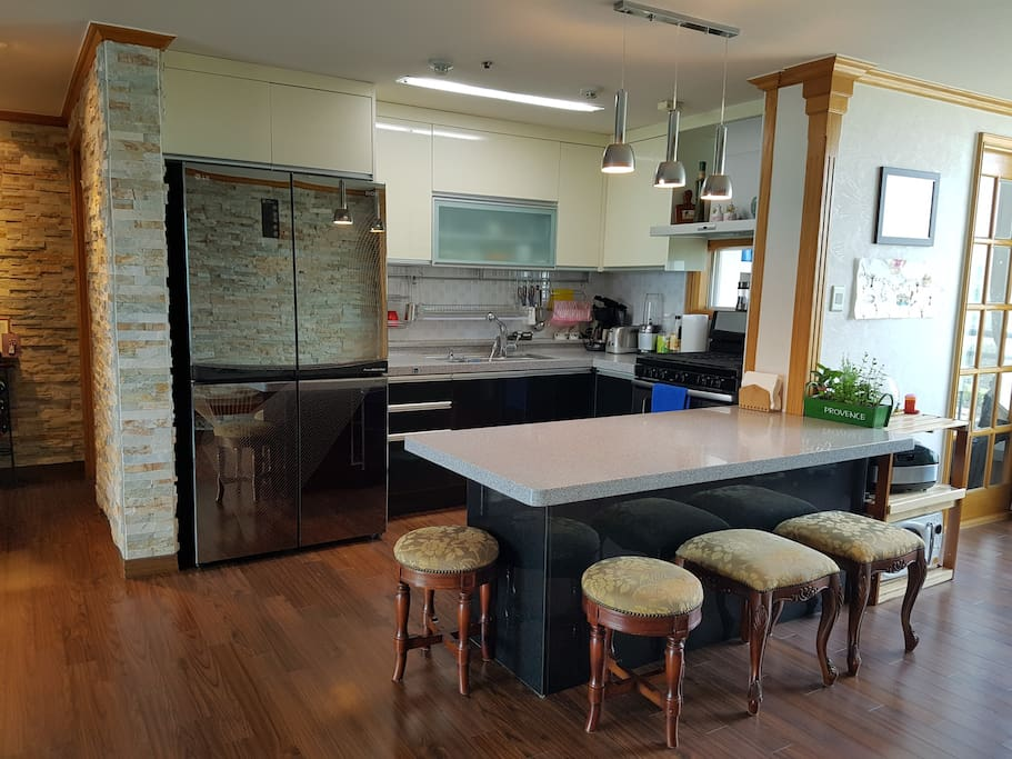 Open kitchen area with breakfast table