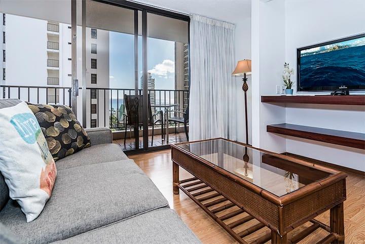 *Professionally Sanitized*Waikiki Beach Retreat w/Ocean View+Parking+Kitchen! - Waikiki Banyan Ocean 1 BDR on 15th Floor